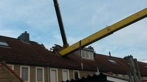 Hoogwerker valt door dak tijdens huwelijksaanzoek